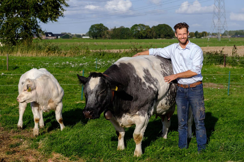 Recensie - Maik Jansen heeft vorig jaar bij ons (Kloosterboerderij van Buuren) geweldige bedijfsfoto's gemaakt. We gebruiken zo nog steeds in onze promoties, voor de herkenbaarheid richting de klant. Vriendelijk, makkelijk benaderbaar, geïnteresseerd en professioneel met mooi eindresultaat!