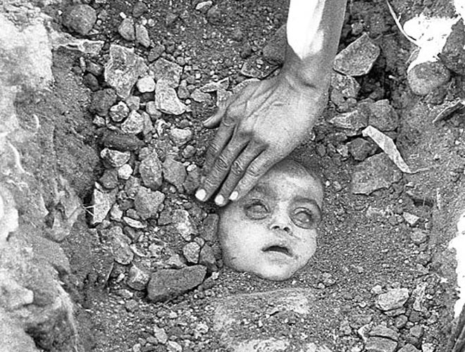 Burial of a child victim at Bhopal, India