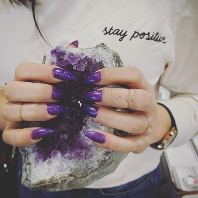 Amethyst High Vibe Polish at the gem show 💎🔮💜💅🏽 #staypositive ➕✖️