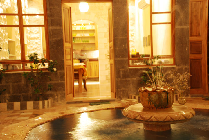 1damascus-courtyards-courtyard-night.jpg