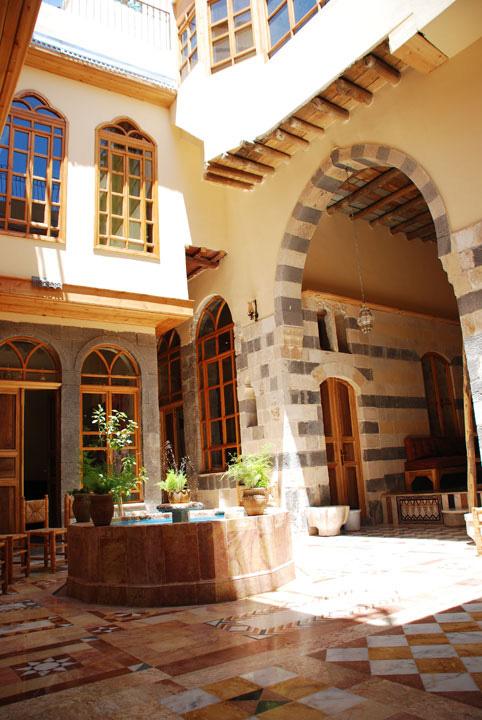 1damascus-rennaisance-courtyard-day-liwan3.jpg