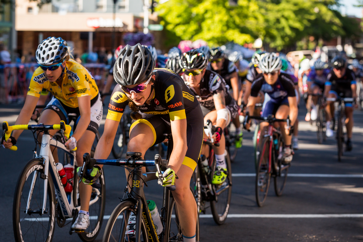 Racing the Criterium at 2013 Cascade Cycling Classic