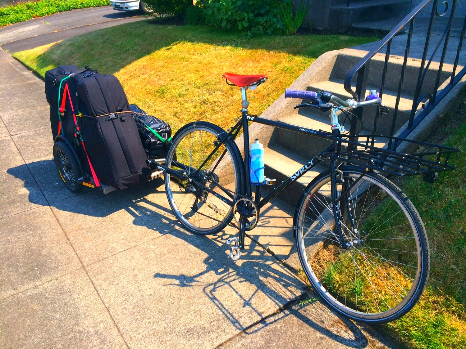 Popsicle and trailer ready to rock all the way to the PDX airport, race bike in tow.