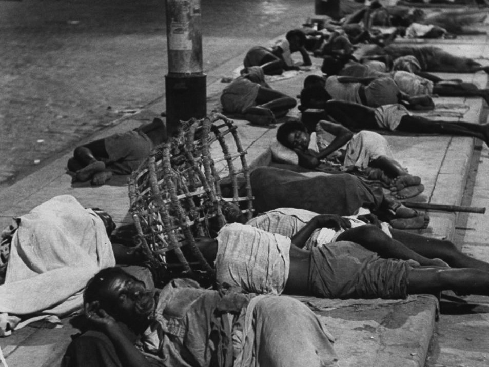 People sleeping near Howrah Bridge Kolkata (Calcutta) 1953.jpg