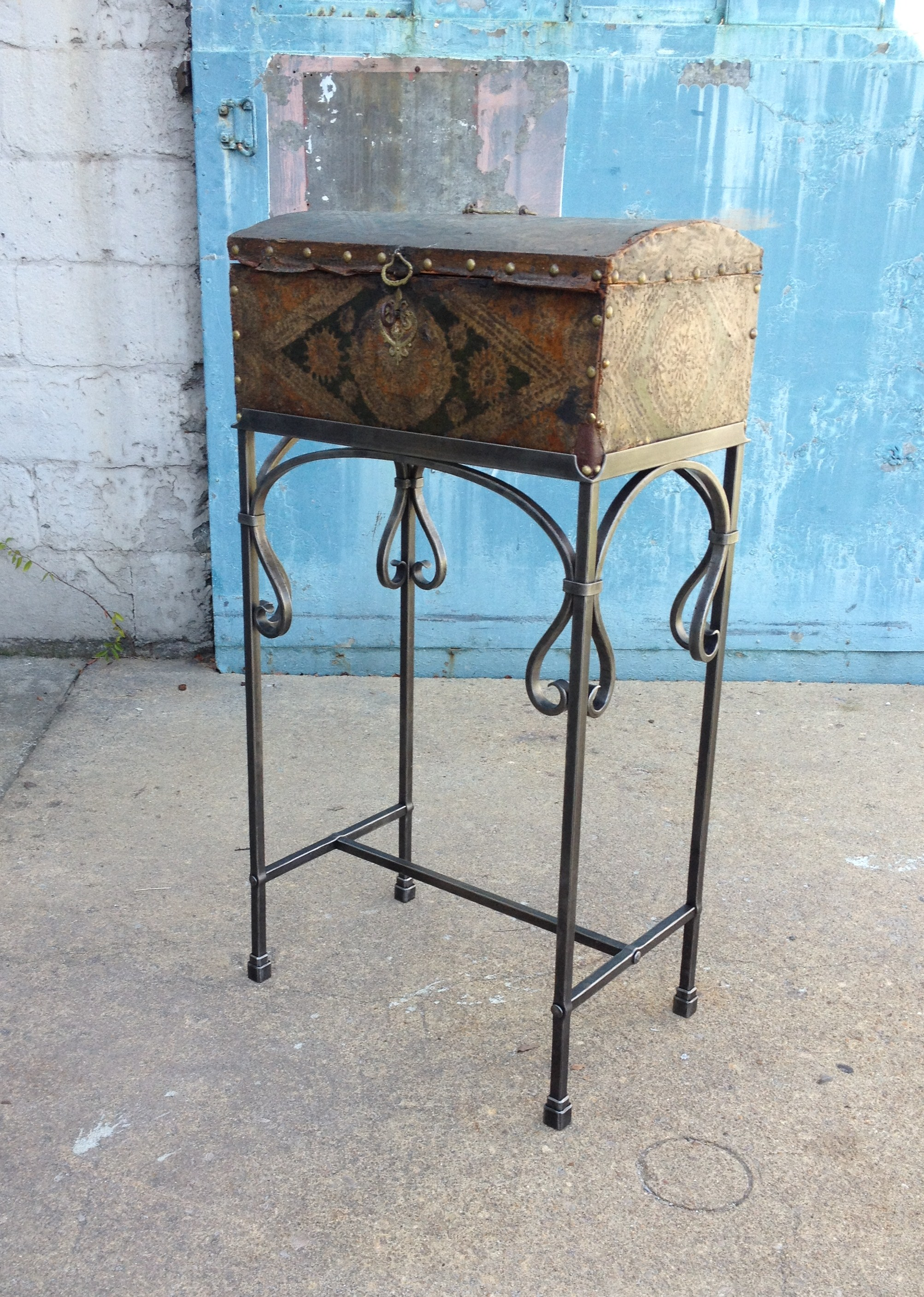 Forged-trunk-stand-PH2013.JPG