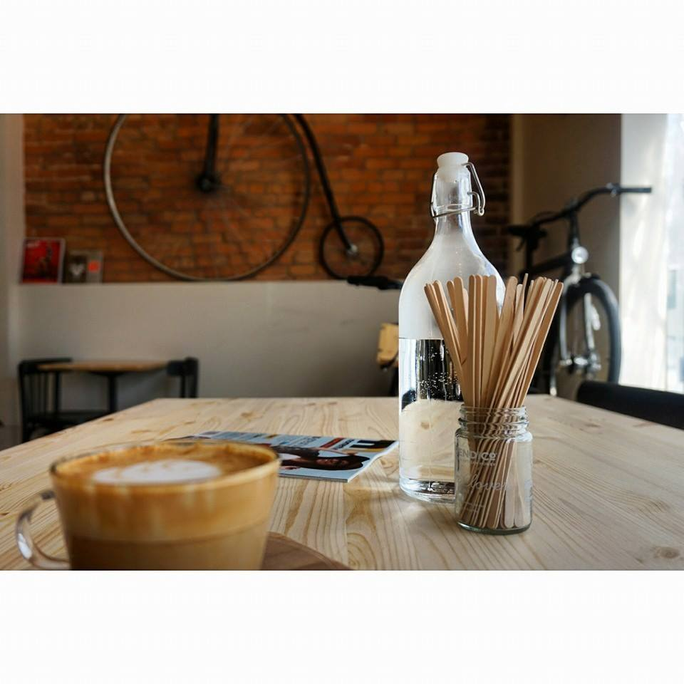 montreal-bicycle-cafe-bikeshop-magasin-de-velo-vanmoof-dealer