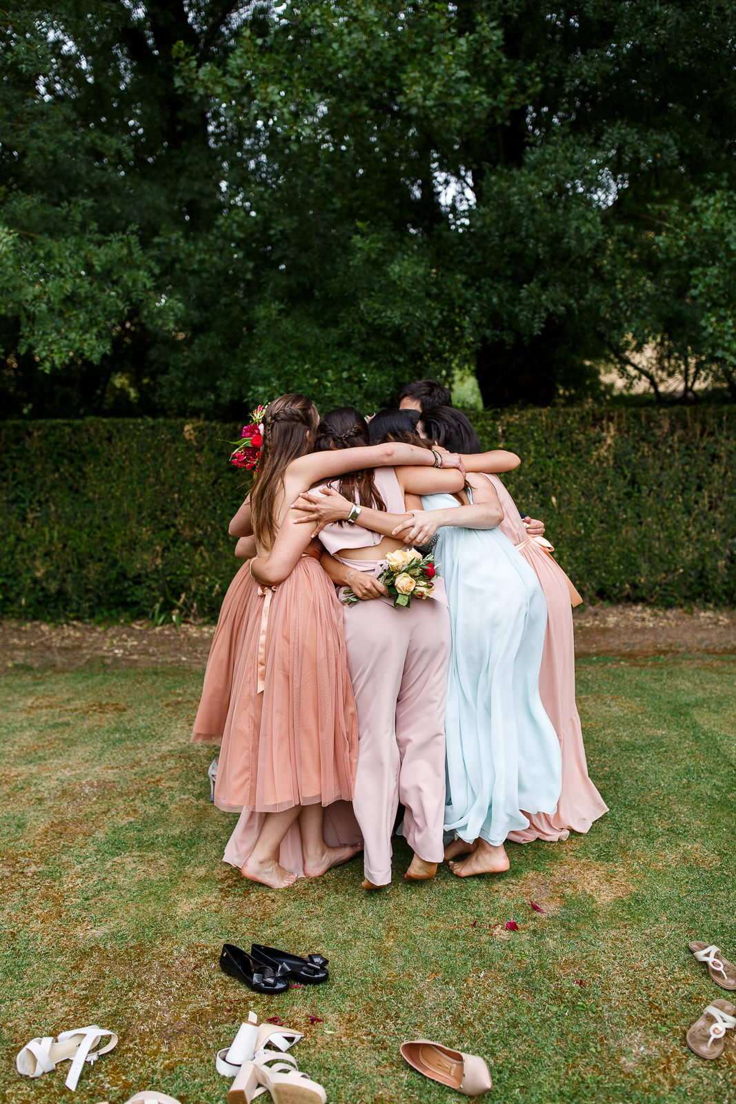 colourful-bridal-party-portugal.jpg