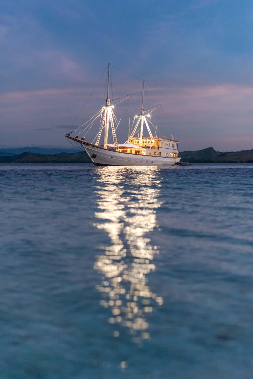 Ocean-Pure-night-reflection.jpg