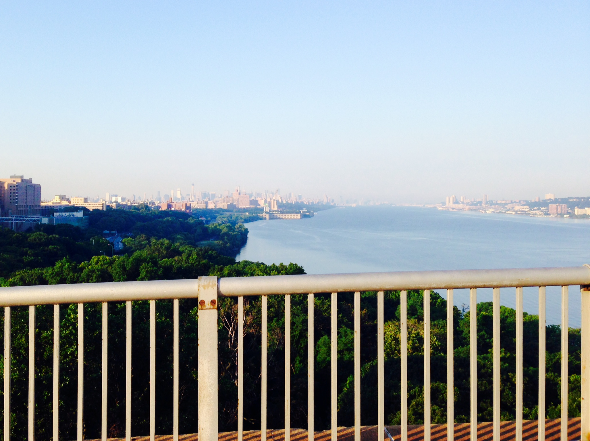 Looking out over the Hudson from the bike path on the bridge. Photo by Camille Aussourd.