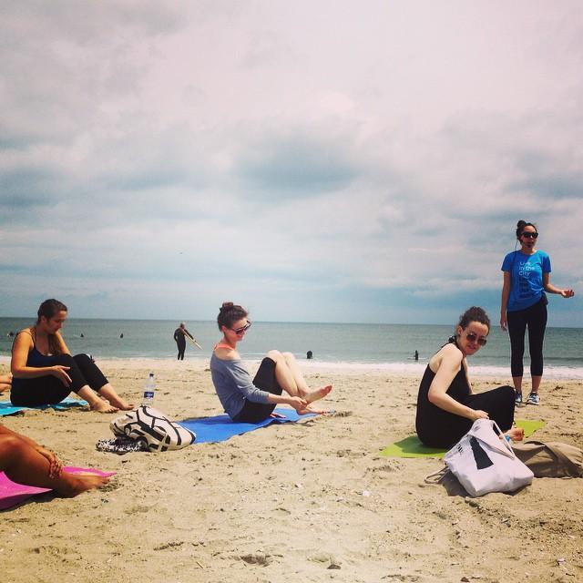 _beach__yoga___popupyoganyc__outdoorfest__OFNYC15_by_faithflashpacks.jpg