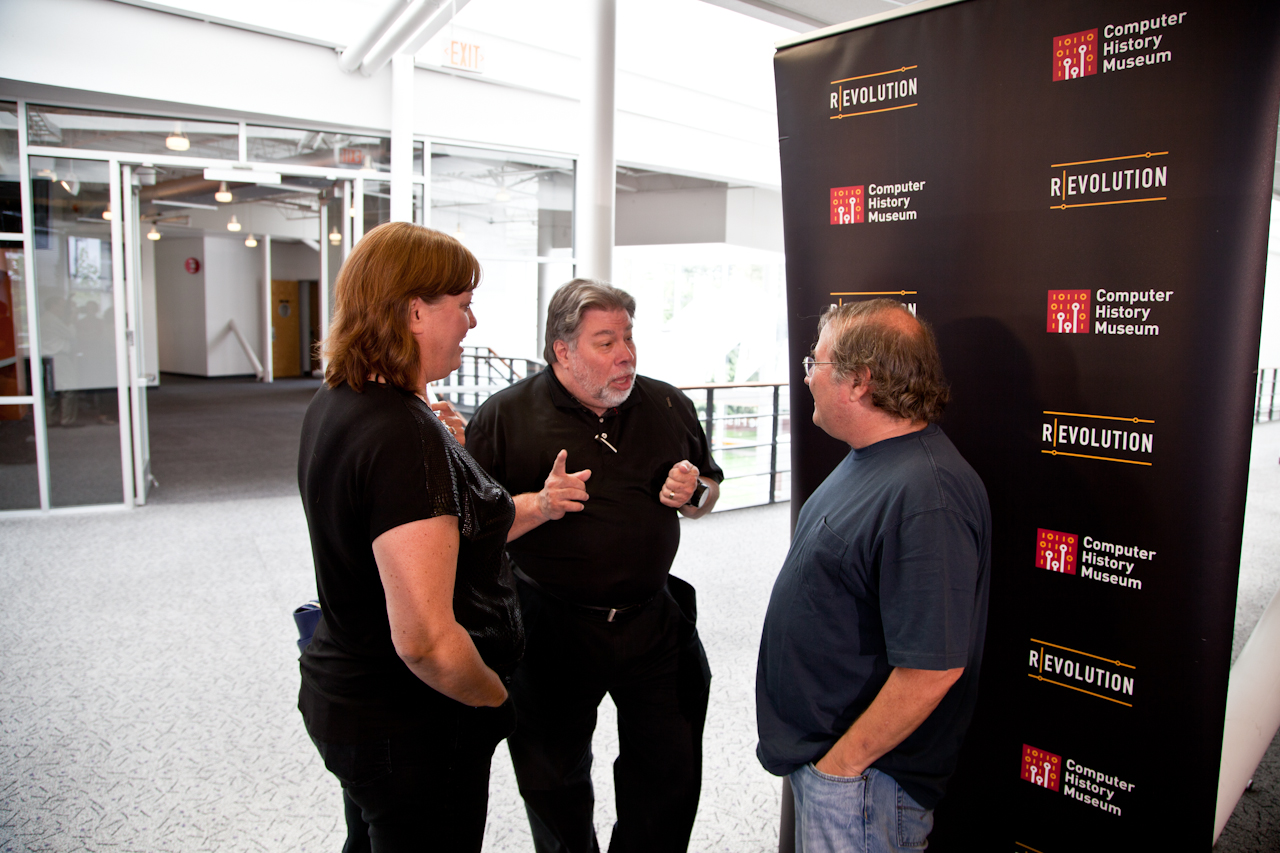 Woz and Janet enjoying a few minutes with Andy Hertzfeld.