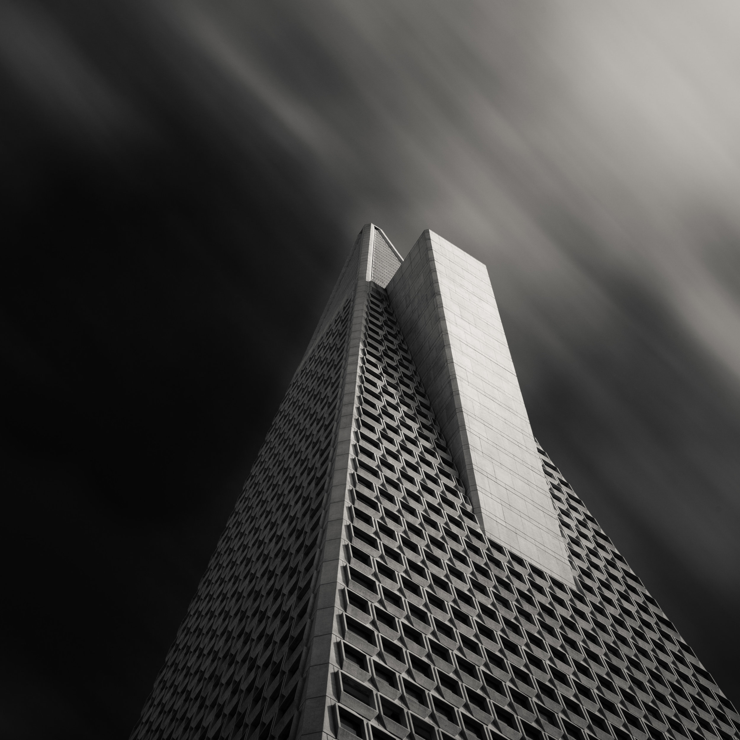 San Francisco Transamerica Pyramid black white building clouds fin