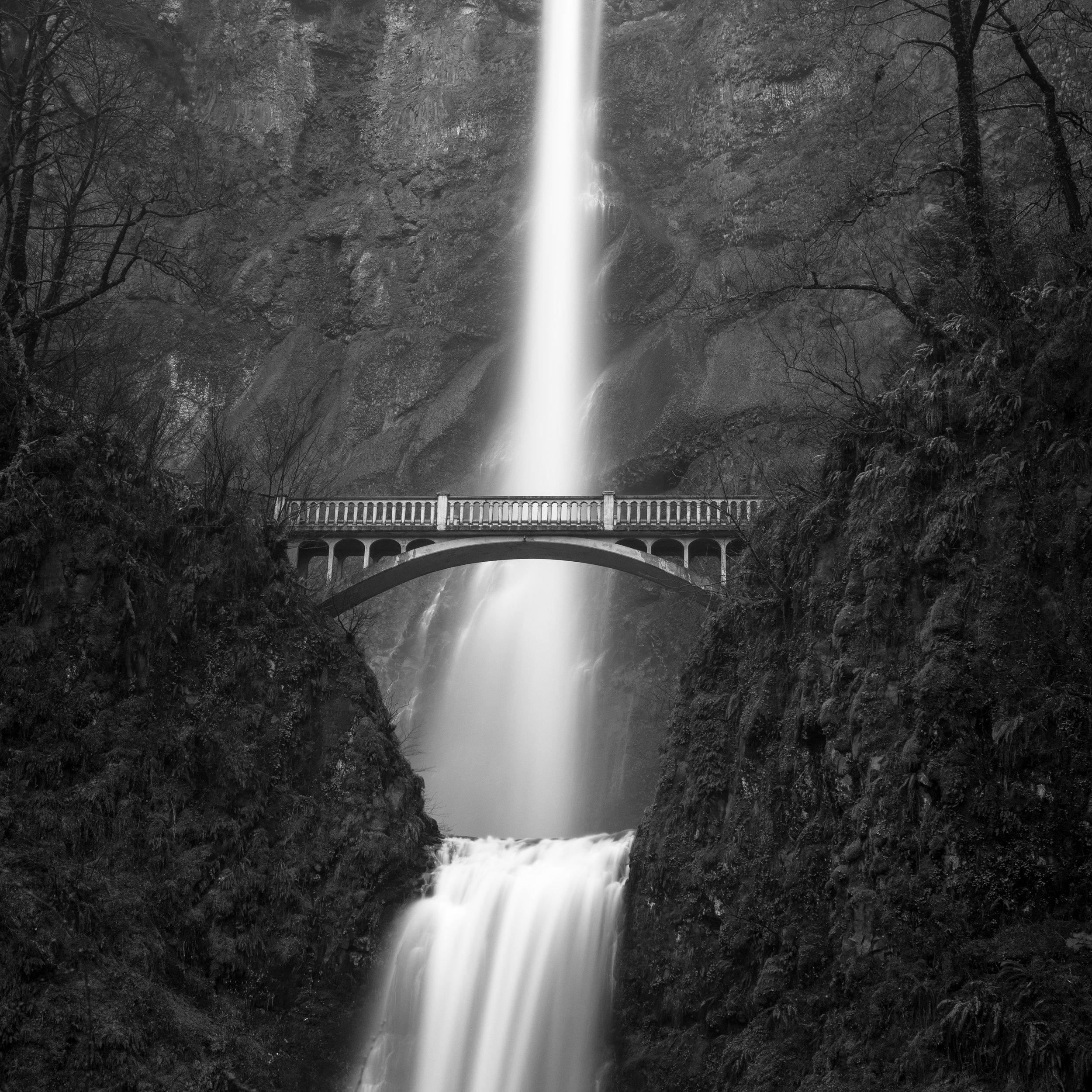 Portland multnomah falls black white waterfall mist bridge