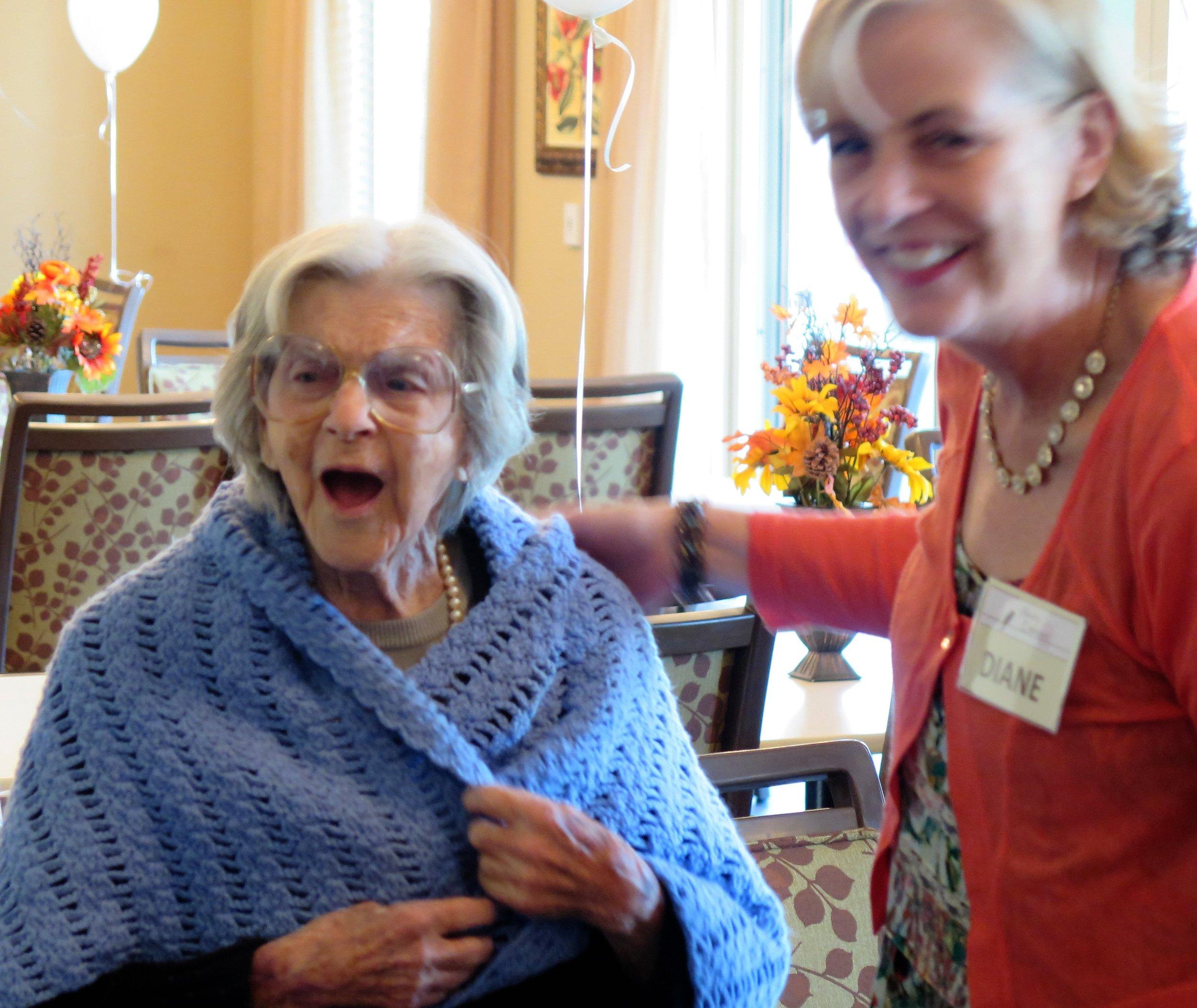 AE - Oakmont of Fresno Dorothy singing with Diane.JPG