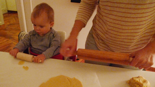 It was not only Léonore's first time baking seasonal cookies but also mine (!!!).