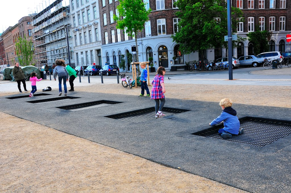 A sidewalk in Copenhagen (via  playscapes )