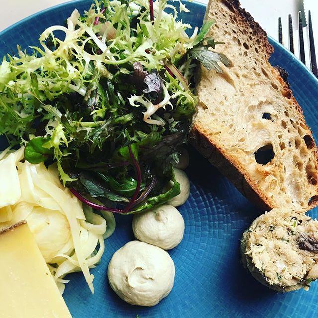Vidste du at vi hele tiden er på farten i jagten på inspiration til dine måltider ...? ... de seneste år har vi blandt andet besøgt Kina, Thailand, USA, Andalusien, Nordafrika, Frankrig, Grækenland, Tyrkiet, Holland, Belgien, Tyskland & England ... vi trawler madmarkeder, tjekker nye madtenser og samler indtryk - vi elsker det. Og det håber vi kan smages 😀#lovefood #annesgademad #madaboutcopenhagen #homemadefood #honestfood #frokostdk
