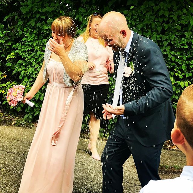 Her er grunden til at produktionen holder lukket i dag - vi er allesammen til bryllup 💍😎🍷🔥hos vores kollega, Lotte - Tillykke til Lotte & Kenneth #annesgademad #valbyvintageverden #marriage #bryllup #kærlighed #love #amour #liebe ❤️❤️❤️
