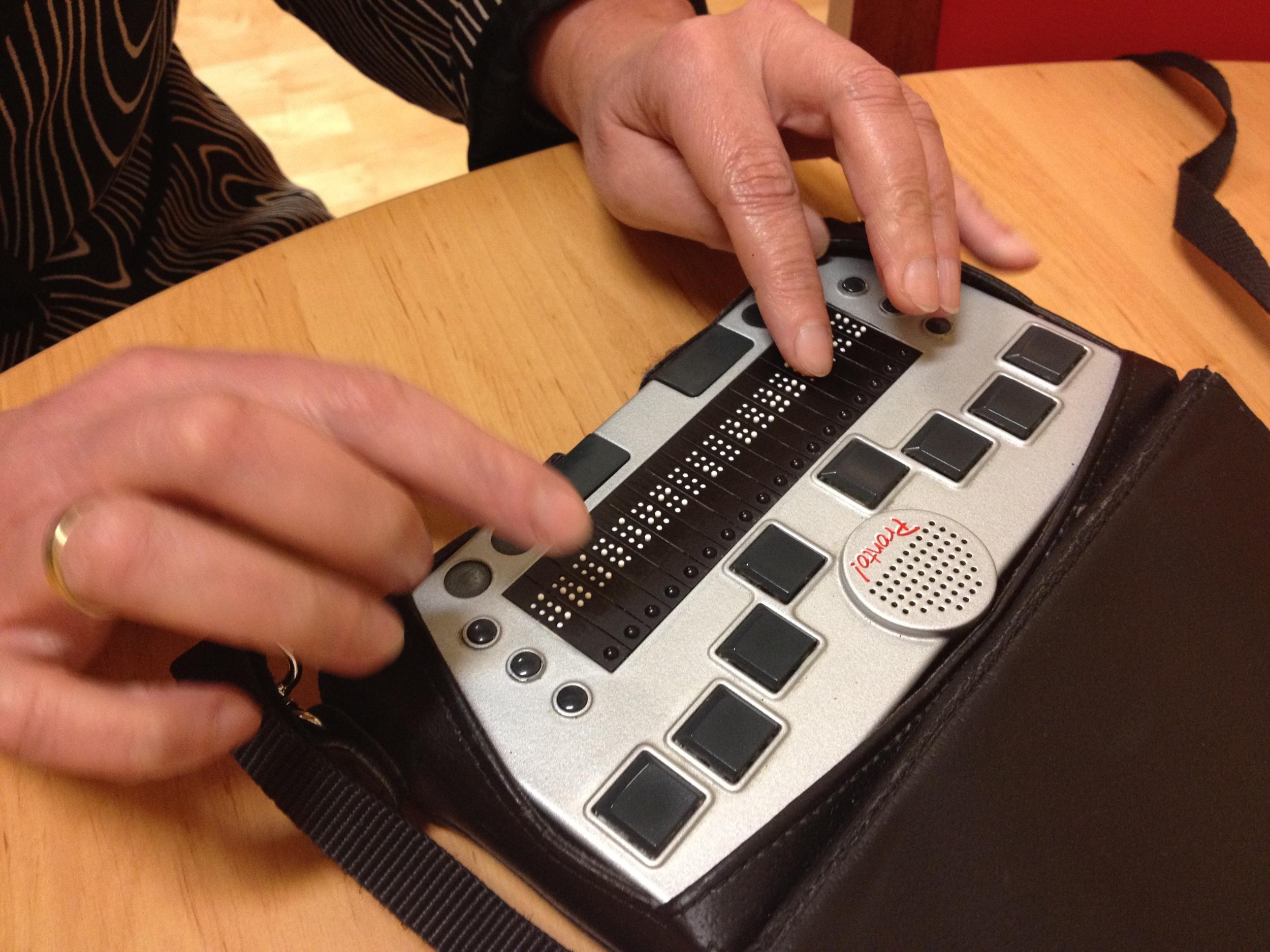 Ebenfalls im Gespräch erwähnt: die tragbare Braille-Zeile/-Tastatur