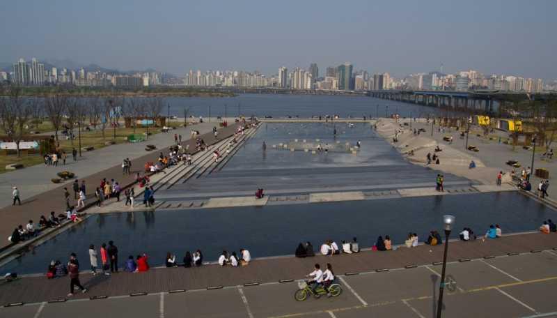 Yeouido park cascade fountain