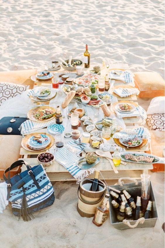 Summertime Inspiration: A Picnic on the Beach