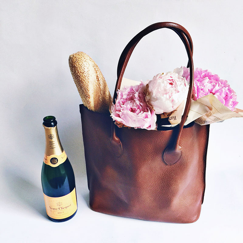 While we may never be ready to see summer go, there is something about these crisp September mornings that brings with them, the excitement of something new . . .  The  Tuscany Tote in Cognac :all natural vegetable tanned Italian leather    + shop here