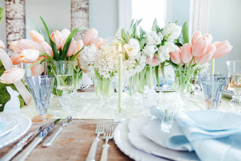 A perfectly pretty April long weekend tabletop inspiration from Charleston-based event planner  Calder Clark , who used celery green and eggshell blue as the inspiration for this sophisticated table set for brunch ...