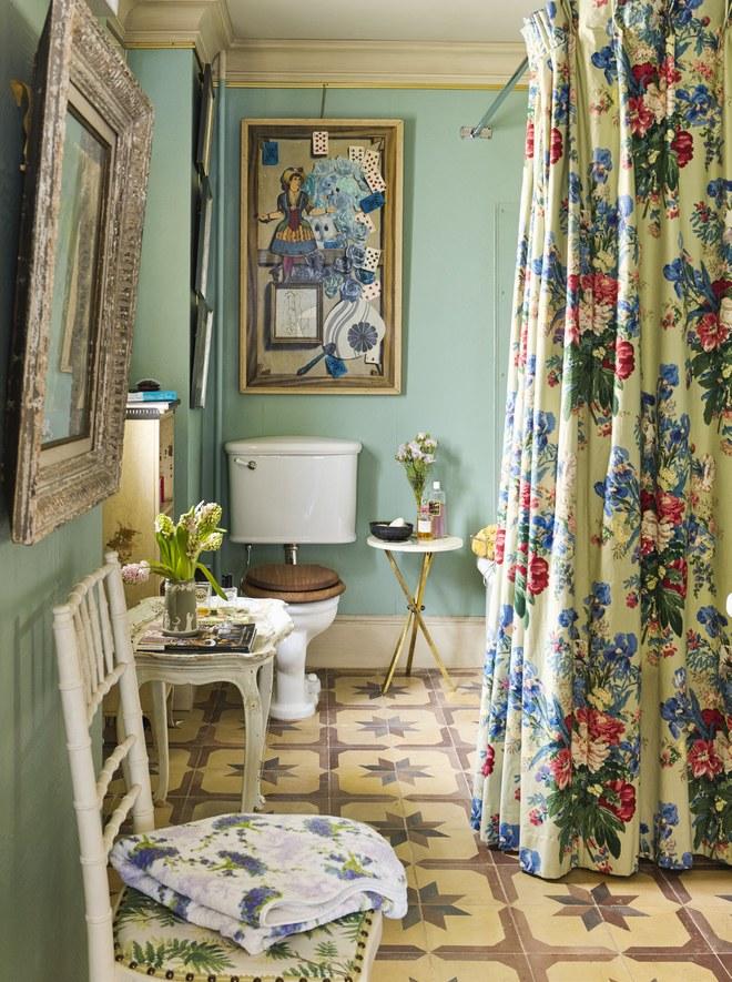04-Inside Hamish Bowles's New York City Apartment.jpgAt Home With: Hamish Bowles, New York City