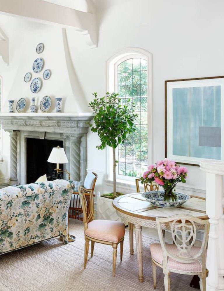 House Beautiful 's August 2018 issue features a vacation home in Montecito, California decorated by interior designer Mark D. Sikes and it is utterly charming. The designer never ventures far from his signature style that includes blues and whites and natural elements such as wicker and rattan and seagrass. Pastels and chintz add a summery, seaside vibe, and an existing coral chandelier was painted white to freshen it up. Old mixes with new and ikat intermingles with French bistro for an easy and elegant romantic space.