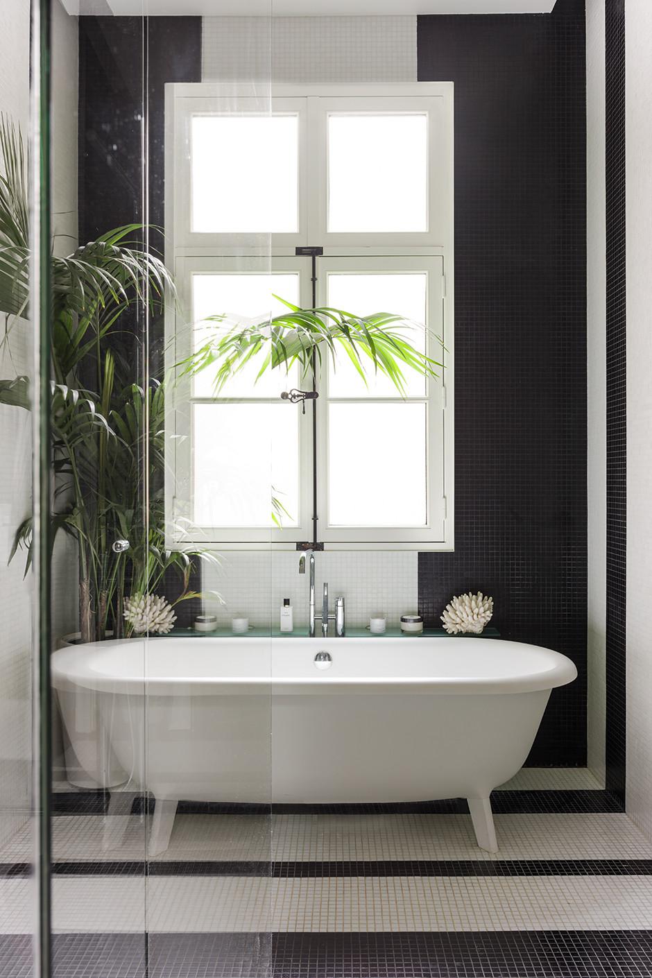 Décor Inspiration: A Paris Apartment Designed by Alireza Razavi