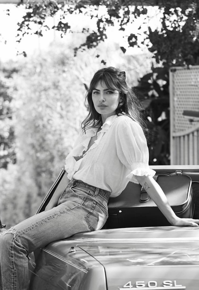 We love the romantic, bohemian, laid-back style of model, musician, photographer and writer Alyssa Miller. Although she is American, there is a certain French-ness about her, a je ne sais quoi that we can't explain…