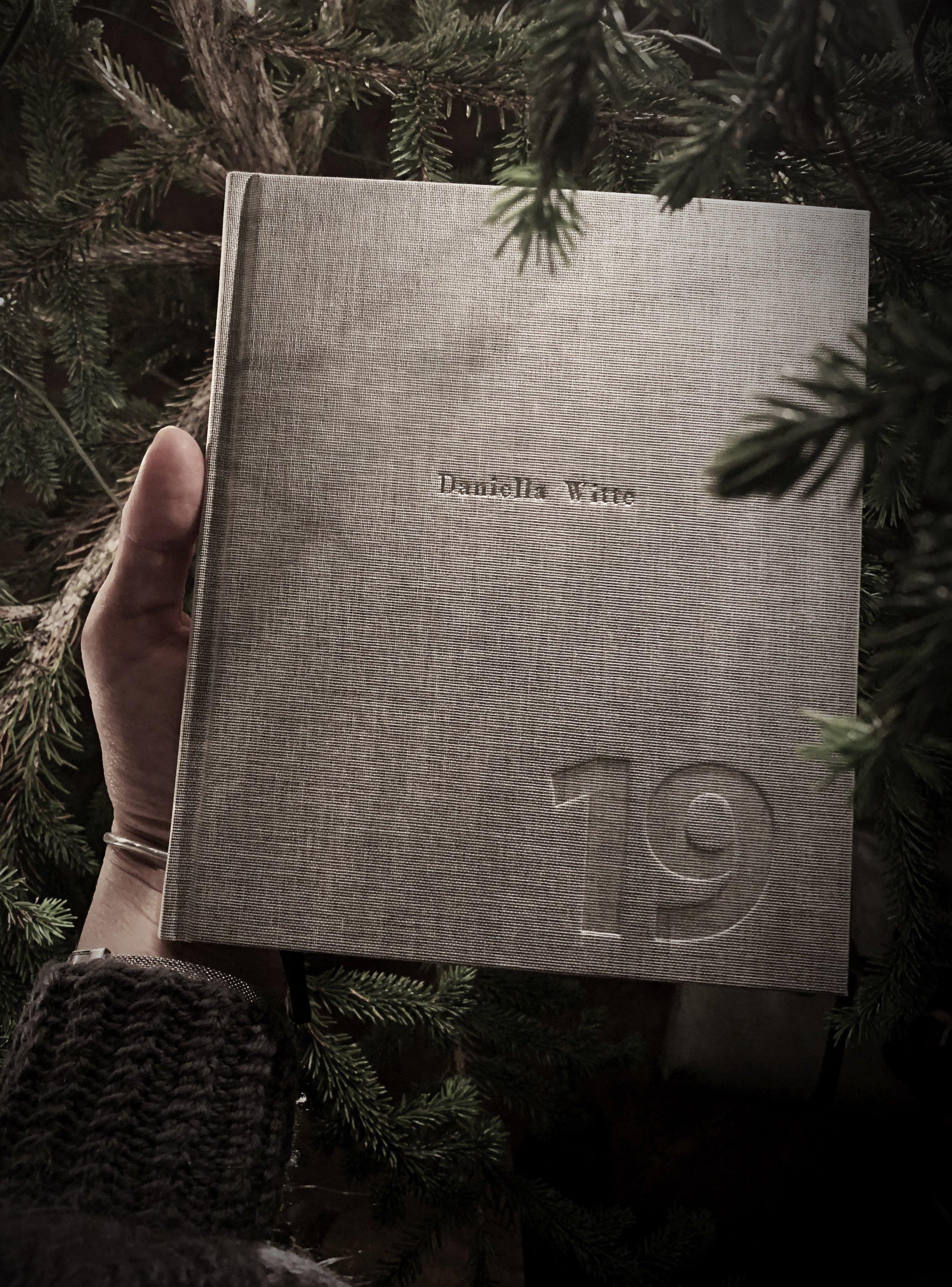 Julklapparna i år var mer genomtänkta än vanligt. Fler presentkort och handgjort än prylar. Blev ändå väldigt glad för den här kallendern från   Bookbinders desgn   eftersom jag älskar att planera mina dagar med hjälp av penna och papper. Känns mer kreativt!