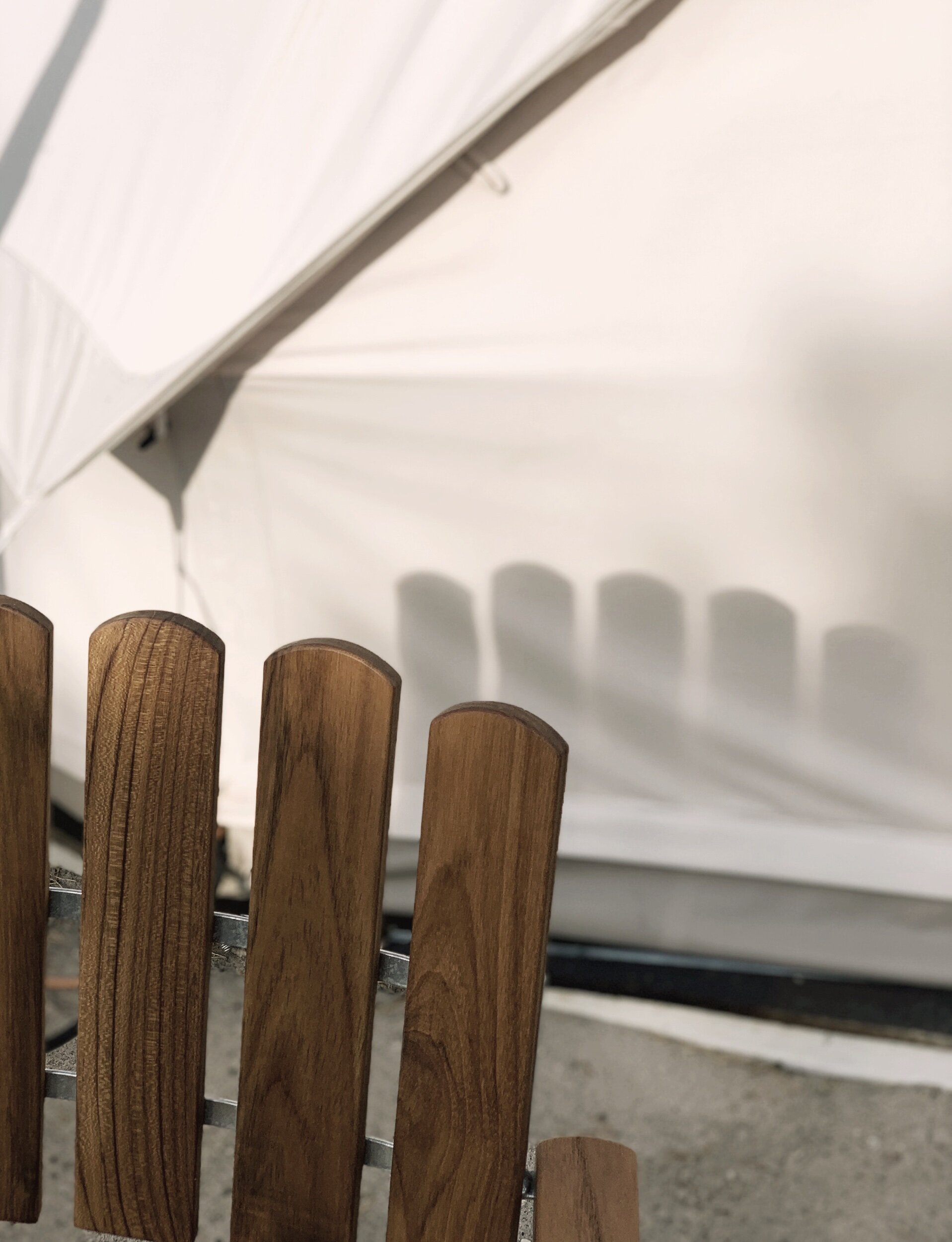 Ägnade nästan hela veckan åt jobb på Gotland för Grythyttan Stålmöbler. Det fina med att arbeta med dessa utemöbler är inte bara att jag verkligen känner starkt för varumärket utan också att vi genom det får vistas på fantastiska platser nära naturens mest energigivande väsen. Det är jag tacksam för och det gör mig och teamet så gott!!  Att vi fick bo i   Linas   sommarhus på Bungenäs var verkligen en fröjd. Så himla generöst av henne att ge oss den lyxiga bekvämligheten. Om ni är mer nyfikna på hur det ser ut så kan jag tipsa om att det är med i nya numret av Lantliv.