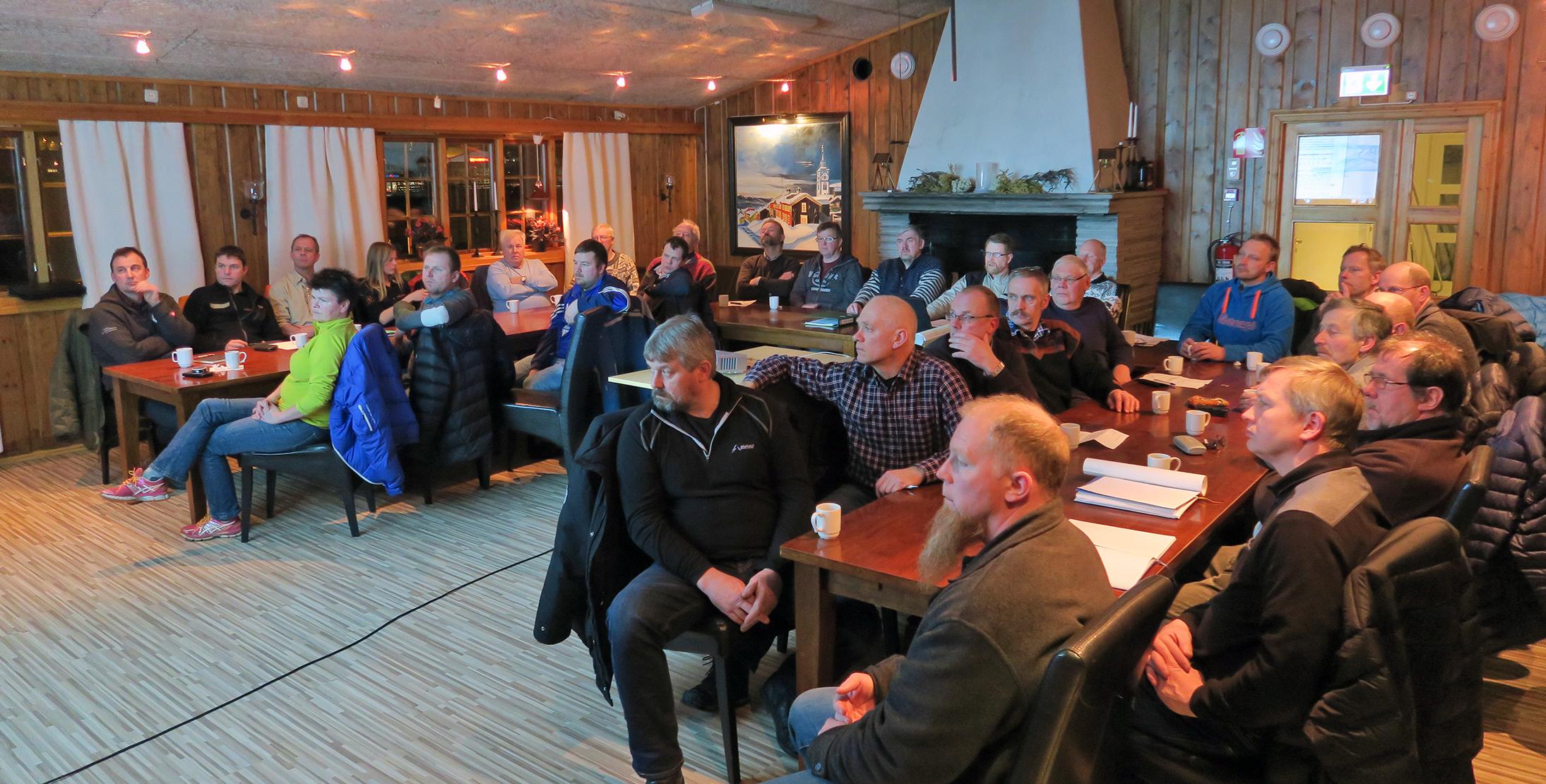 Det var stor oppslutning om rettighetshavermøtet torsdag kveld. Ute var det sprengkaldt med minus 30, inne på Idrettsparken Hotell var stemningen god. Foto: A. Nyaas