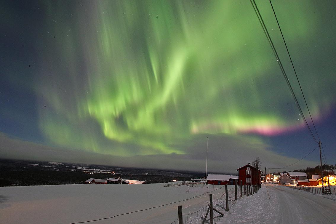 Nordlyset flammet over Forollhogna-området tirsdag kveld (7. november). Dette bildet ble tatt i Dalsbygda. Har du bilder som vi kan legge ut på hognareinen.no? Send inn! Foto: Arne Nyaas