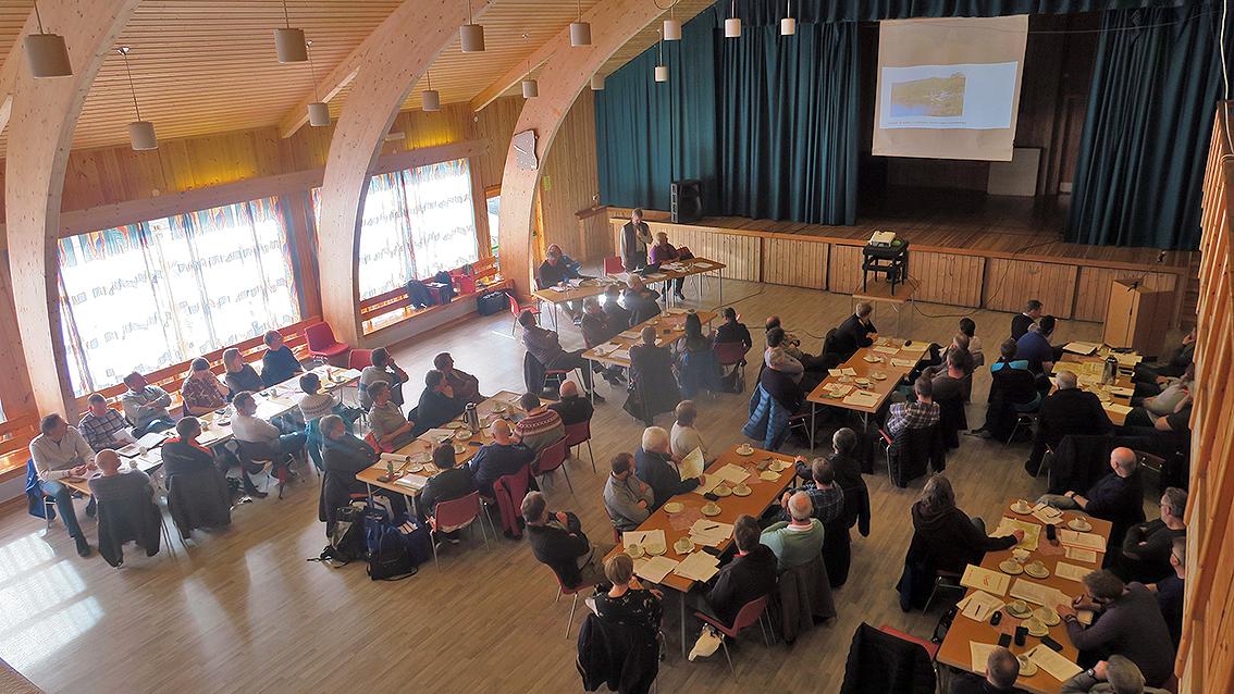 Arkivfoto fra årsmøtet i 2018 (Haltdalen Samfunnshus). I år samles representantene i Klættheim Forsamlingshus i Budal (lørdag 27. april 2019). Arkivfoto: Arne Nyaas