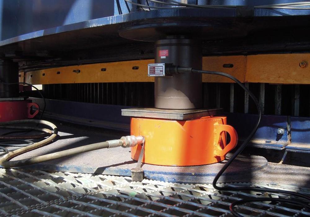 MF_300 Tonne jack_loadcell combination.jpg