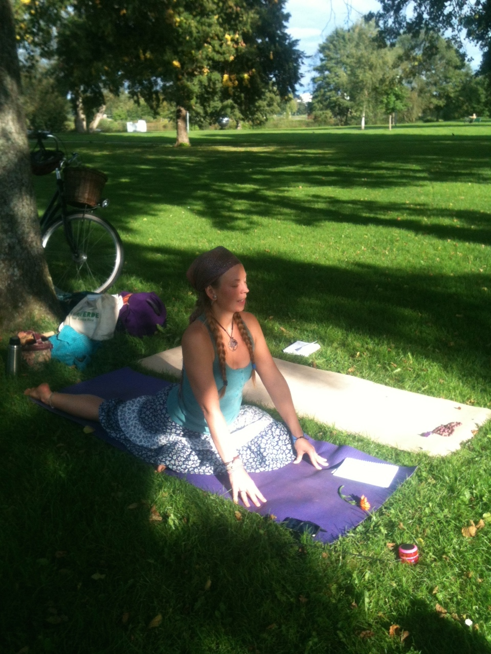 Eka Pada Raja Kapotanasana - Pigeon Pose - in the park