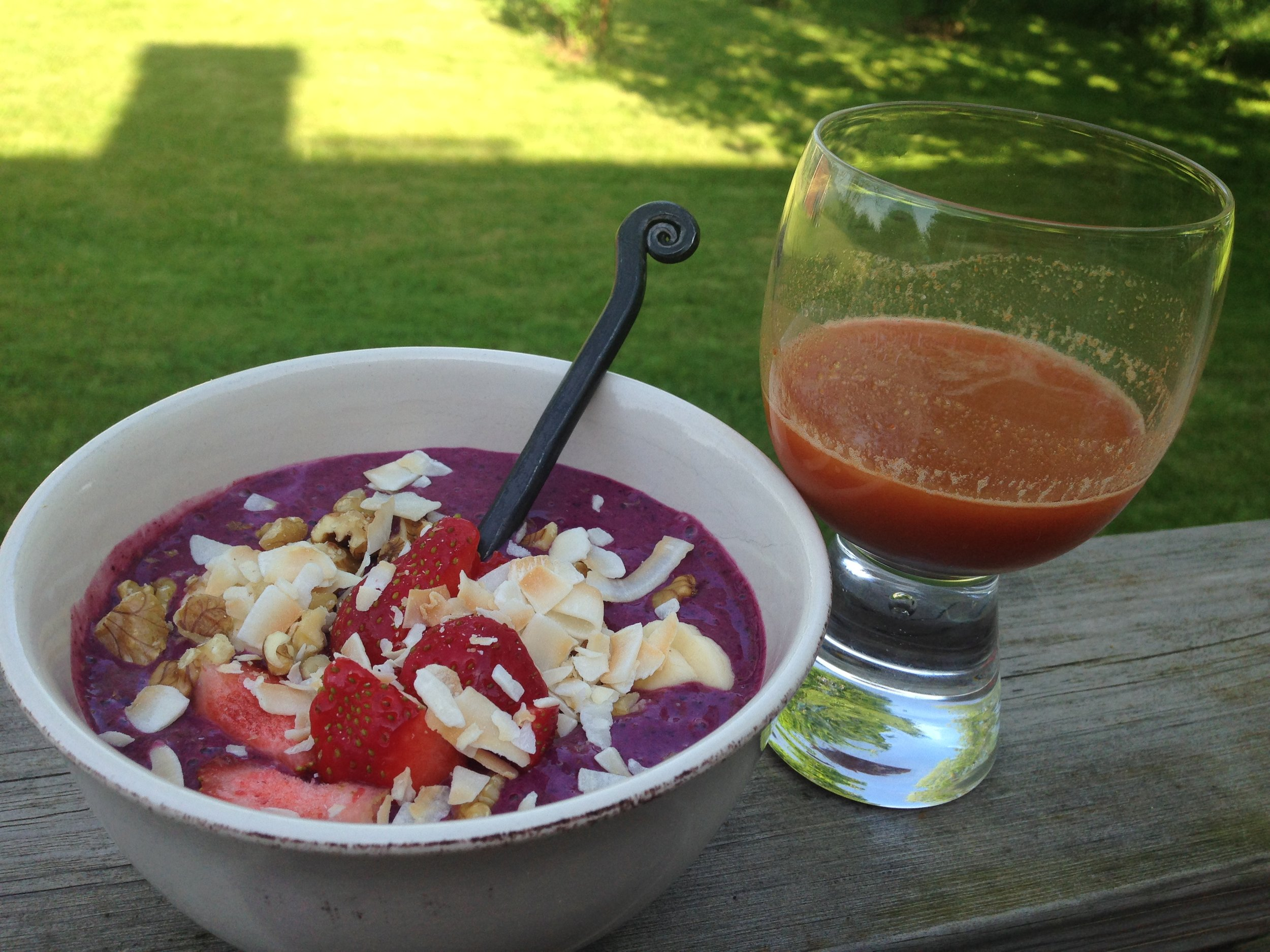Blueberry Smoothie Bowl passar en het (Pitta) sommardag.