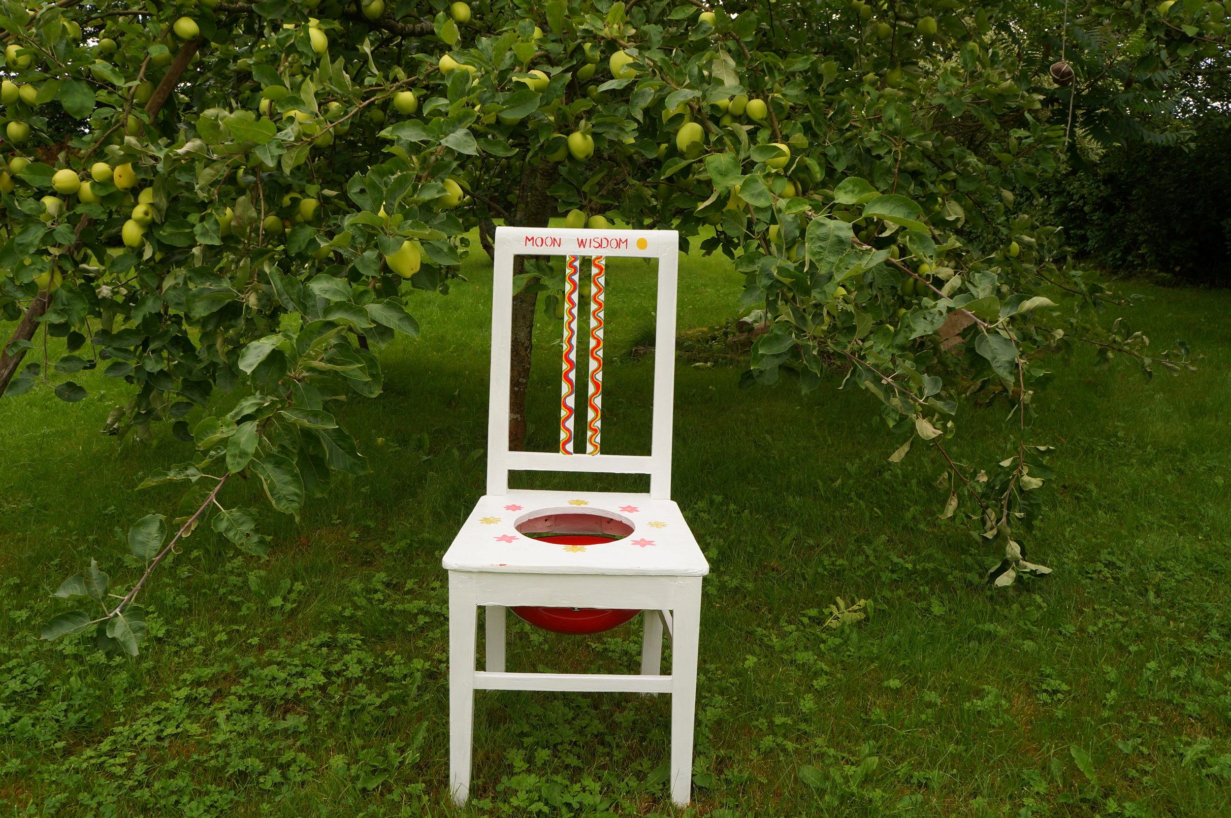 Stol By Magie!en traditionellt utformad stol till att göra Yoni/Vaginal Steams