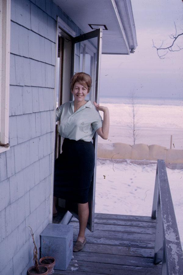 1963 -
