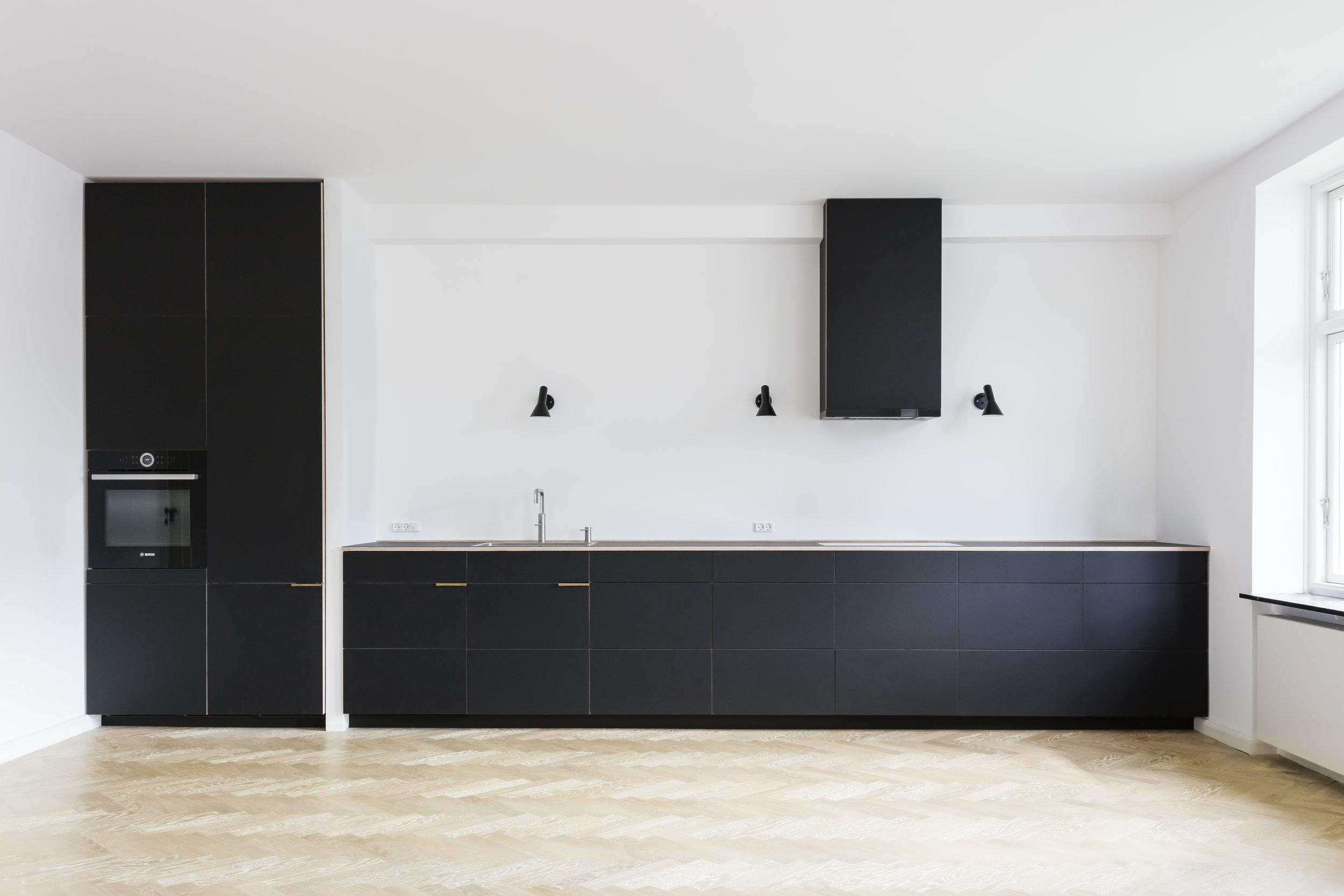 Køkken i sort linoleum