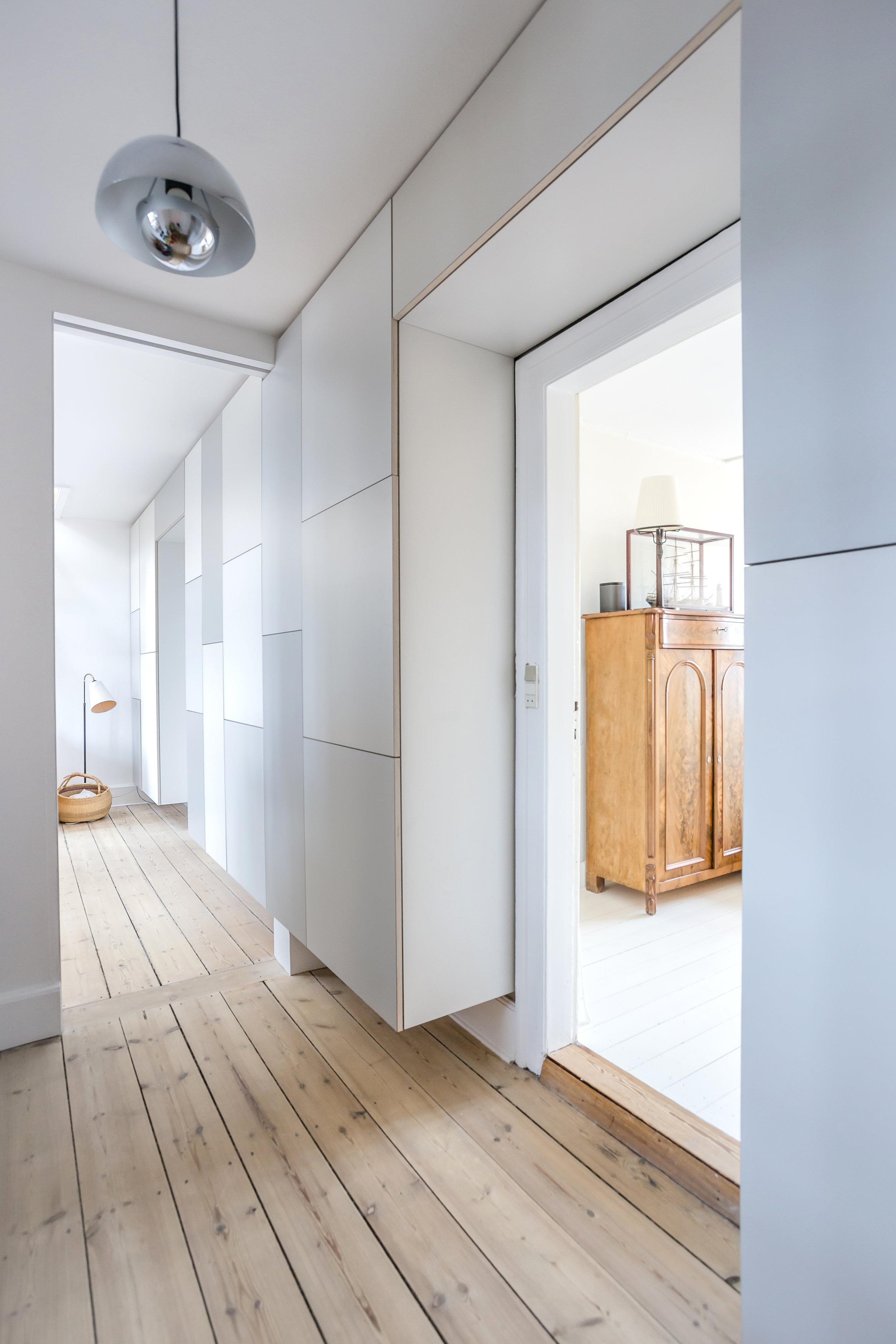 Picture of: Det Rumlige Familieskab 7 Meter Opbevaring Til Hele Familien Stay Project Specialdesignede Skabe Og Kokkener Tilpasset Dit Hjem