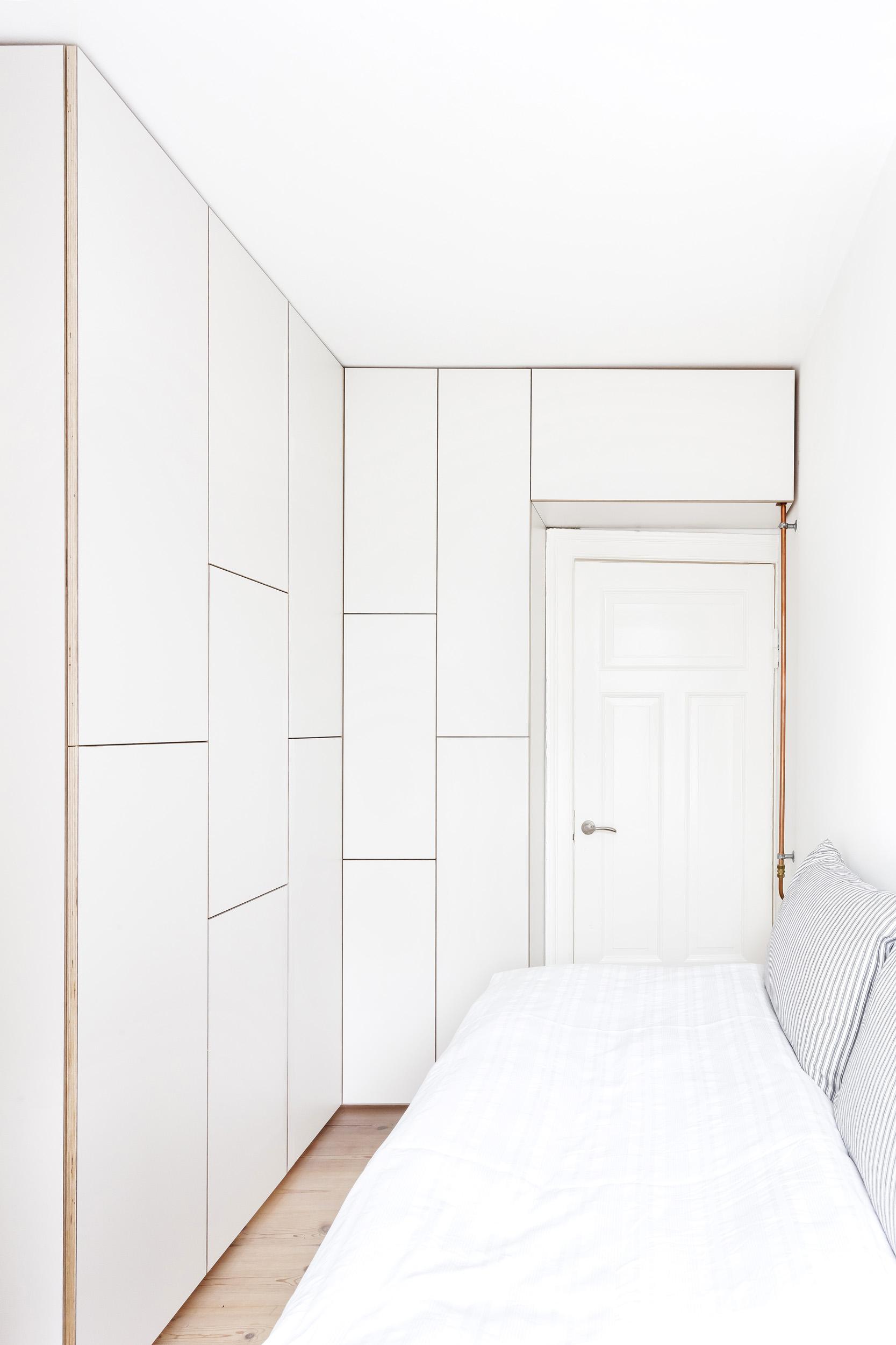 0252-m3v1-storage-closet-tiny-guest-room-white-minimal-stay-project-2500x.jpg