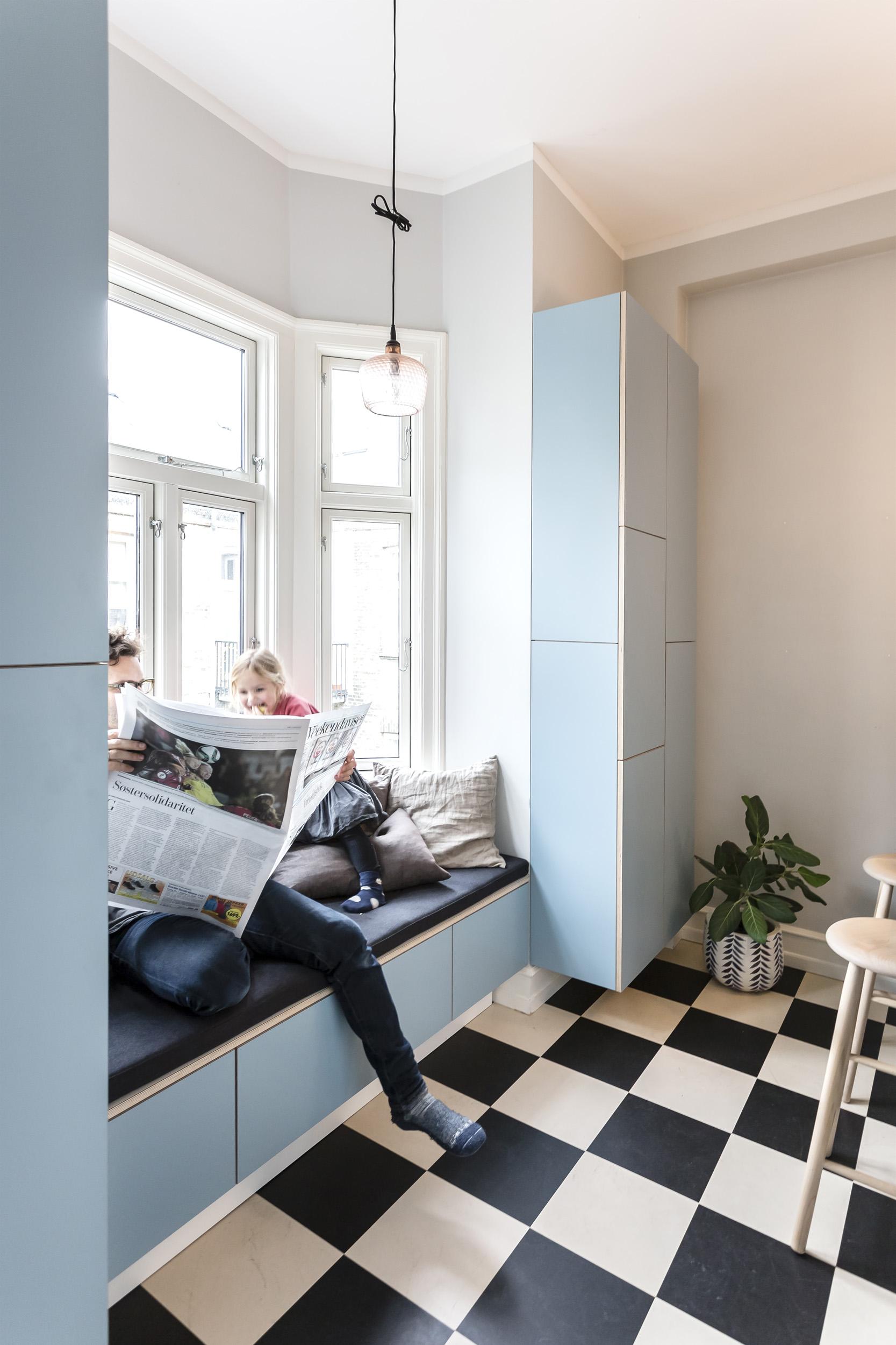 0376-a1v1-kitchen-storage-bench-seating-bay window-blue-minimal-stay-project-2500x.jpg