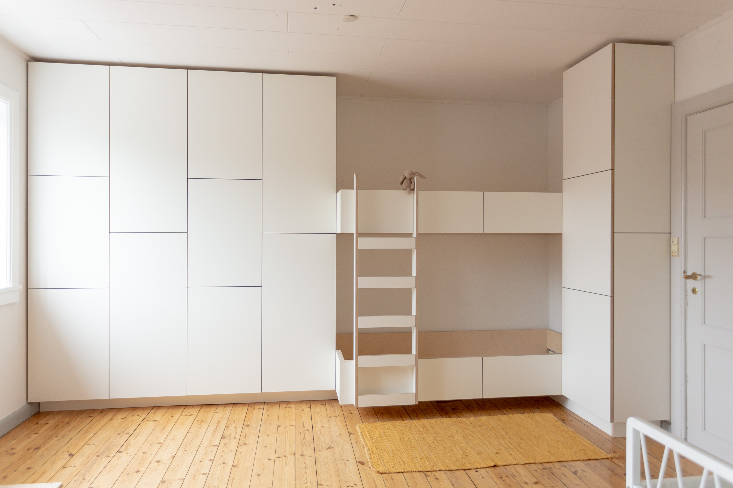 0831-m1h1-kids-room-bunk-bed-hidden-family-storage-minimal-stay-project-2500x.jpg