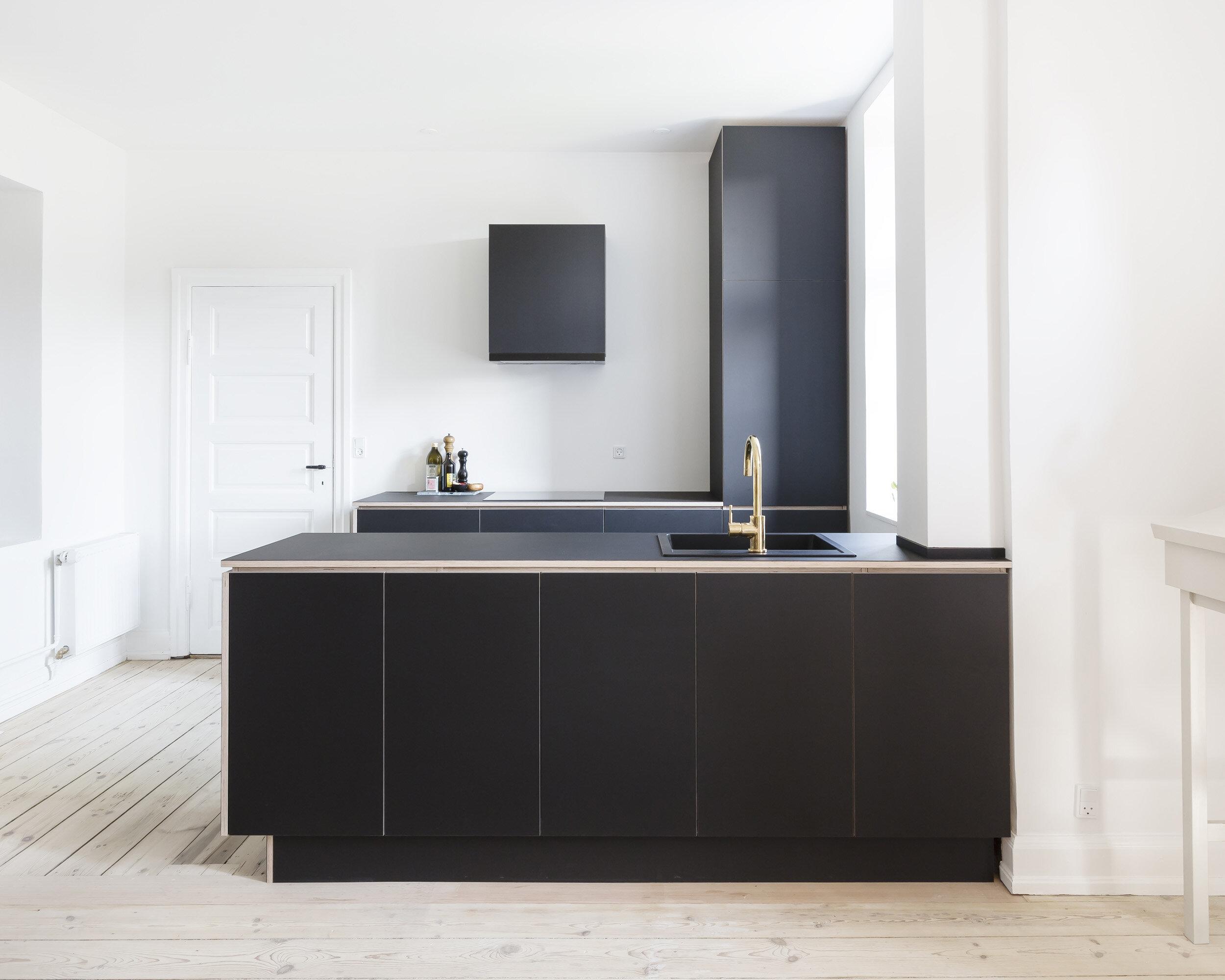 0437-m3h1-kitchen-family room-custom-linoleum-minimal-stay-project (7)-2500x.jpg