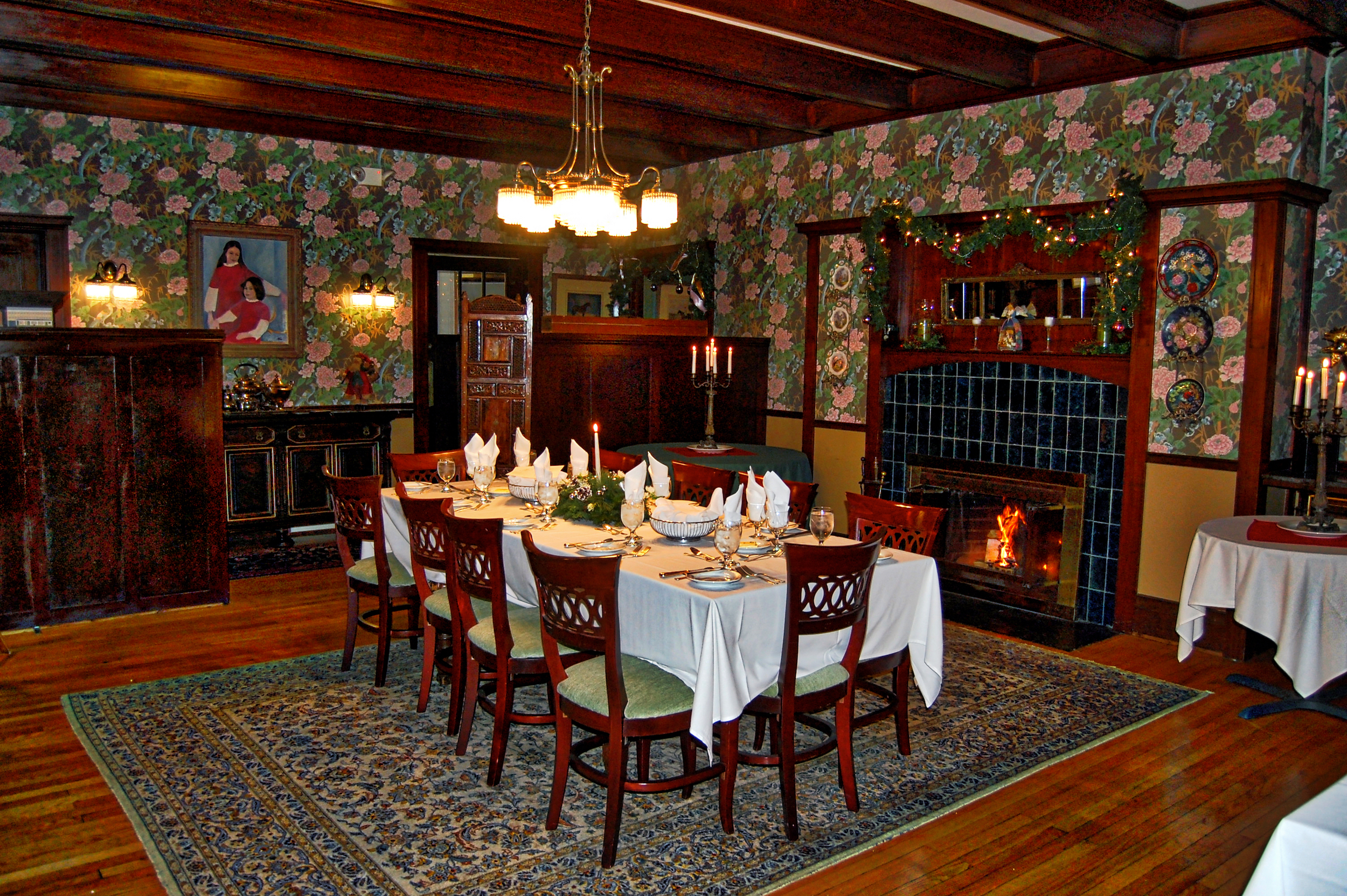 Rose_Dining_Room_1_Table_I_Wilburton_Inn.jpg