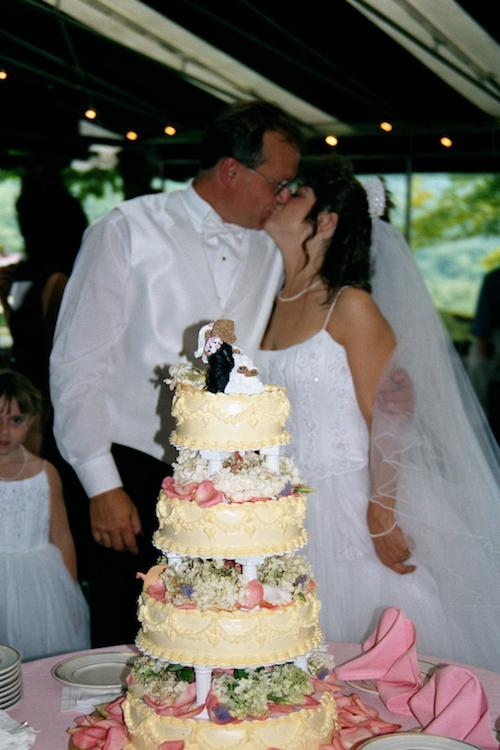 teddy_bear_wedding_kiss_Wilburton_Inn.jpg