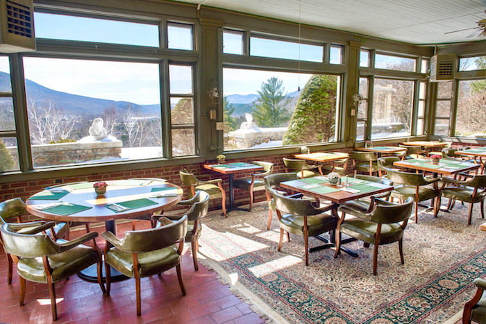 breakfast room in winter.jpg